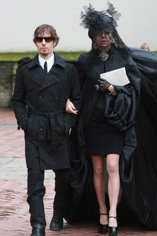 Vestido negro que se usa para funeral